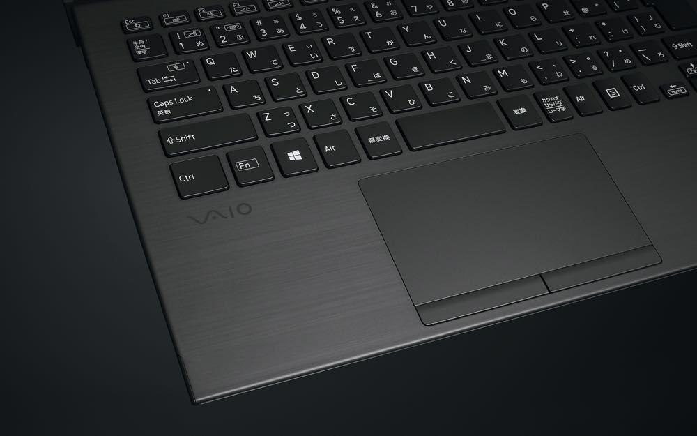 全機身碳纖維的筆電有點帥